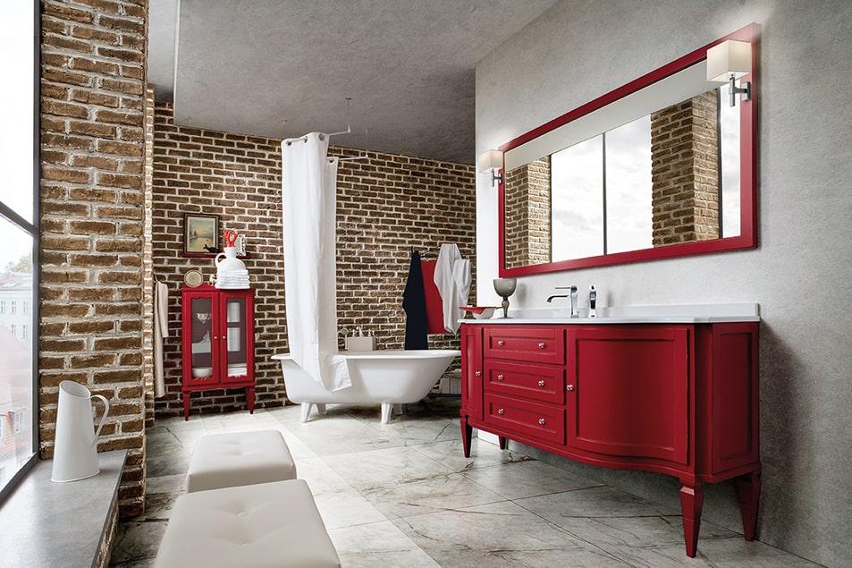 Arredamento Cerasa, finitura rosso usurato ripresa anche dall'elegante cornice in legno dello specchio