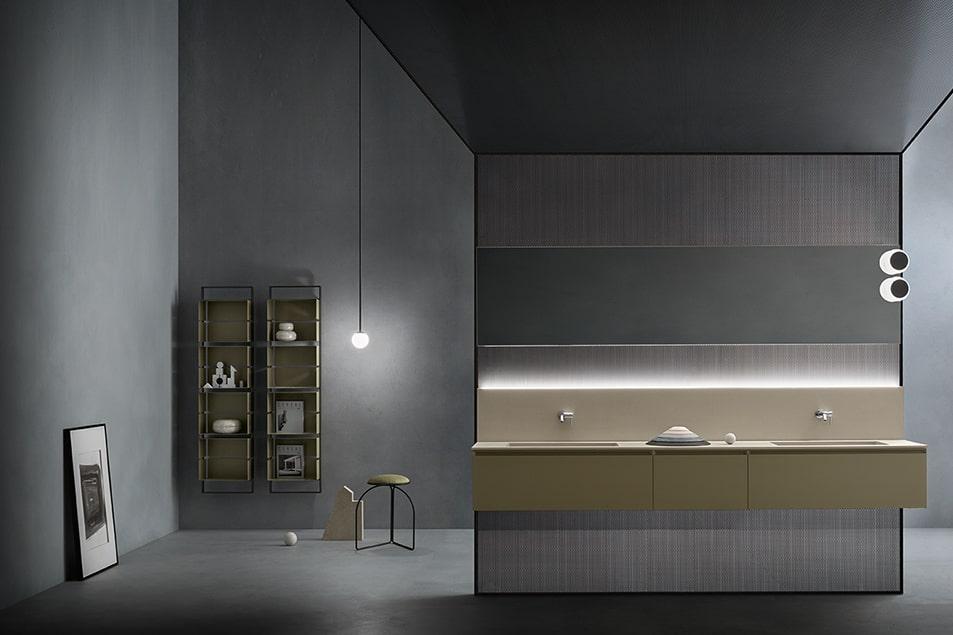 Arredo bagno con doppio lavabo sospeso e alzata con illuminazione integrata