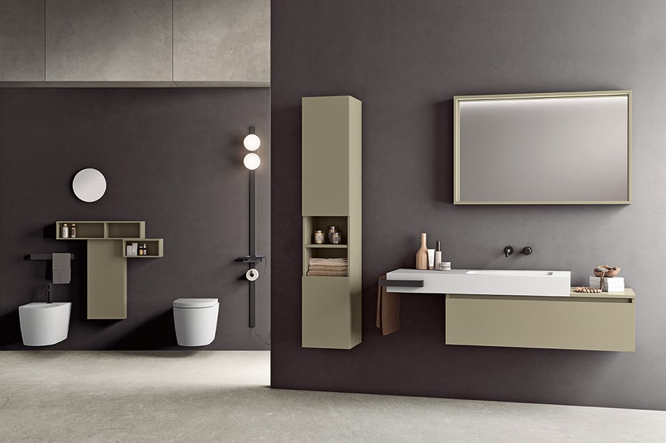 Specchio illuminato a LED integrato nella parte superiore. Colonna a giorno con struttura in metallo e ripiani personalizzabili
