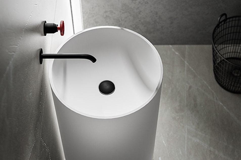 Cerasa, lavabo a colonna, posizionabili a centro stanza o a parete