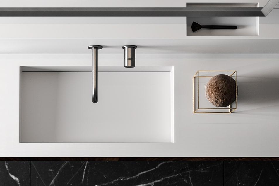 Piano in Tecnoril Bianco opaco con vasca lavabo integrata e miscelatore Simply Short