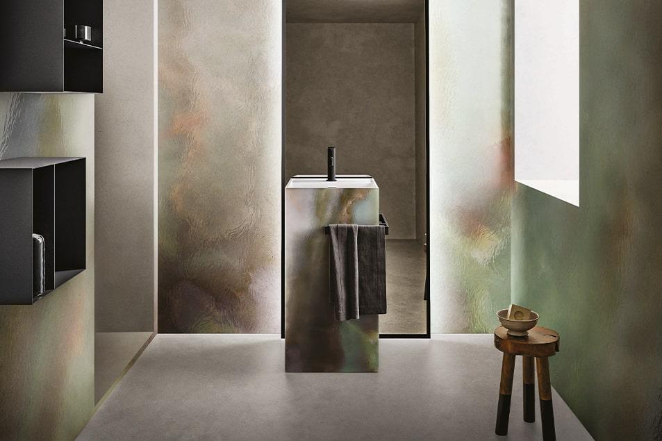 Lavabo Colonna e Totem sono posizionabili a centro stanza o a parete